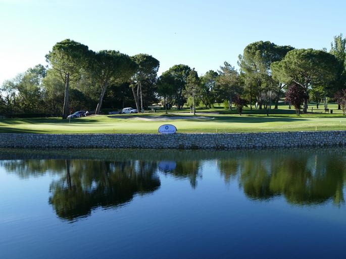 Garden Golf El Real Club La Moraleja Cuenta Con Un Nuevo Lago Remodelado Por Garden Golf